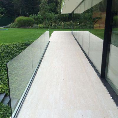 Balkon met glazen wand